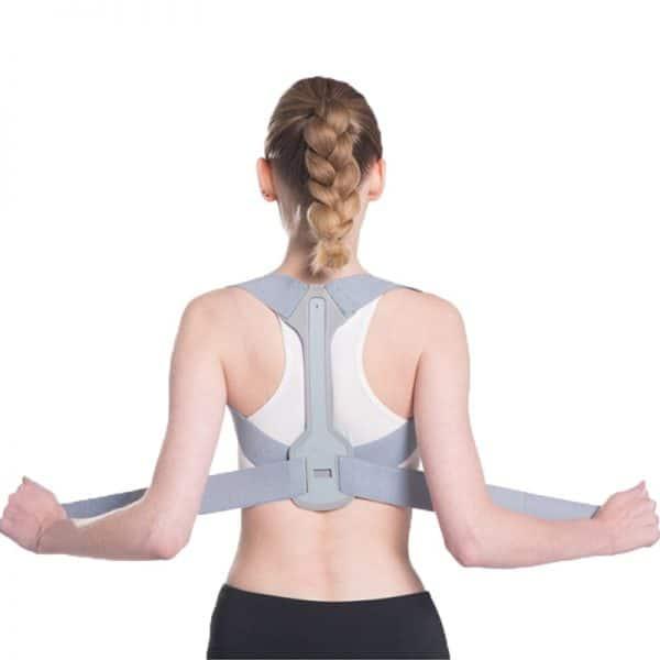 Correcteur de posture médical porté par une femme de dos