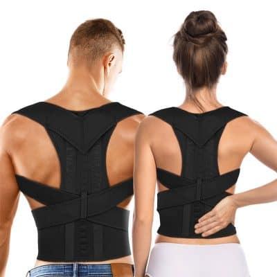 Homme et femme de dos portant un correcteur de posture magnétique noir