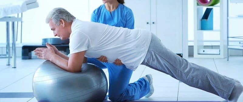 Etirements pour les soulager les douleurs en haut du dos