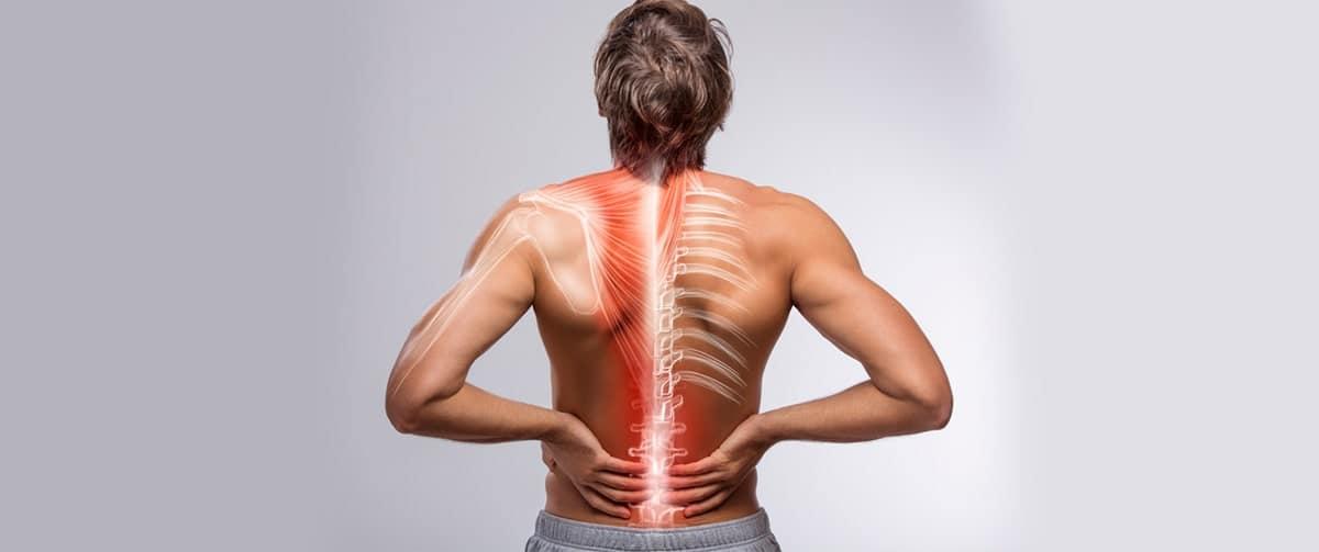 Homme souffrant d'une ostéochondrose de la colonne lombaire