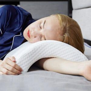 Oreiller ergonomique pour les douleurs au cou